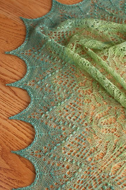 I Love This Yarn Knitting Patterns : Cindyms Handspun Percy Shawl- wow. Goegeous pattern and knitting, and I ...