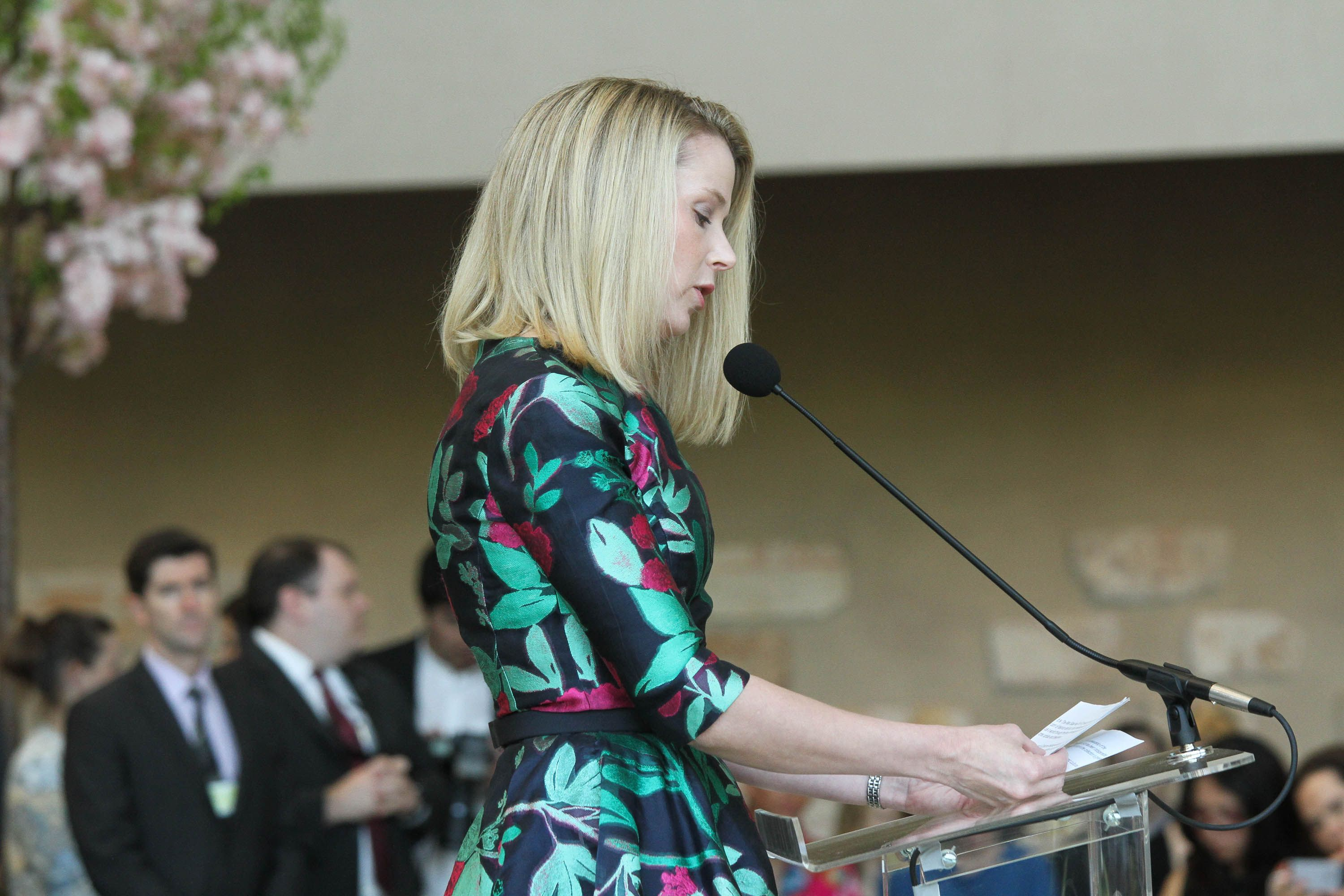 Marissa mayer president and ceo of yahoo attends china
