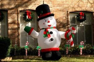 outdoor christmas decorations | Outdoor Christmas Decorations Ideas : Fat Inflatable Snowman Christmas ...