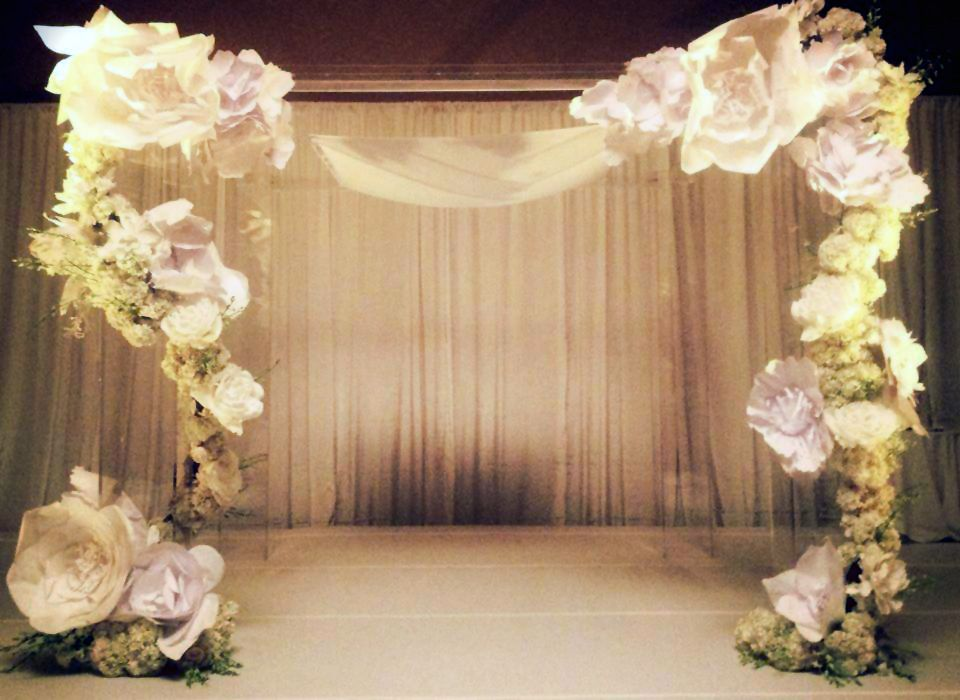 Paper flowers the new trend in weddings big city for Large wedding decorations