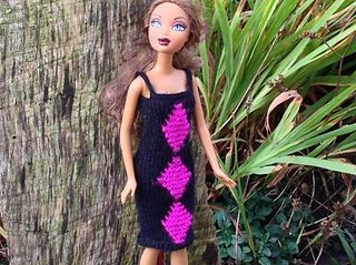 """To fit 10-12"""" fashion dolls such as Sindy, Barbie and Bratz."""