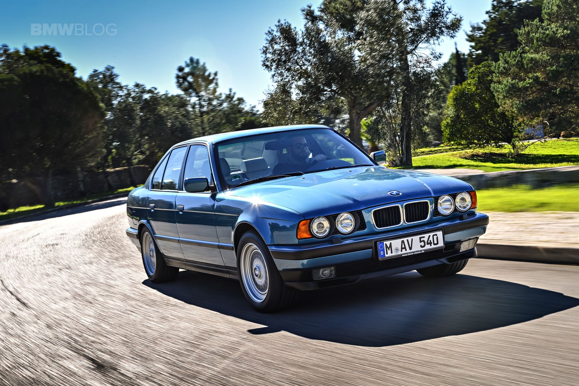 Beautiful photoshoot with the bmw e34 5 series http www bmwblog