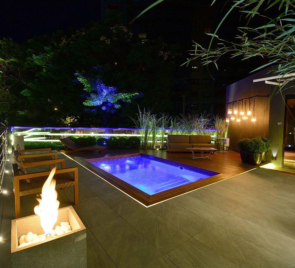 Jeito brasileiro de morar em 41 espa os da casa cor rs for Luminarias para piscinas