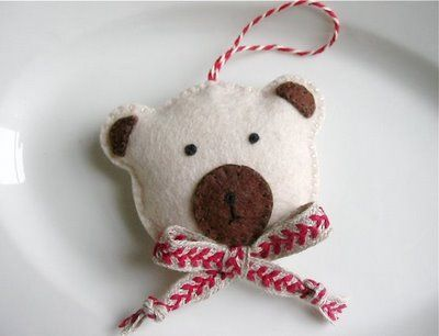 So cute! Christmas ornament All things felt Pinterest