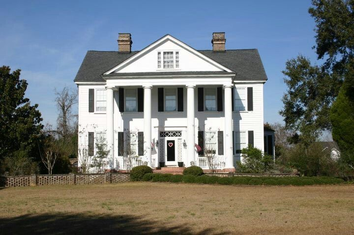 LOVE old plantation homes, the history behind the properties alone
