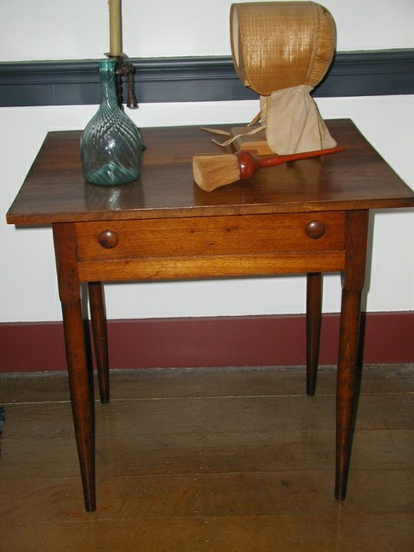 Shaker Table With One Drawer