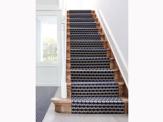 tapis sur escalier couloirs escaliers entr es pinterest tapis sur escaliers. Black Bedroom Furniture Sets. Home Design Ideas