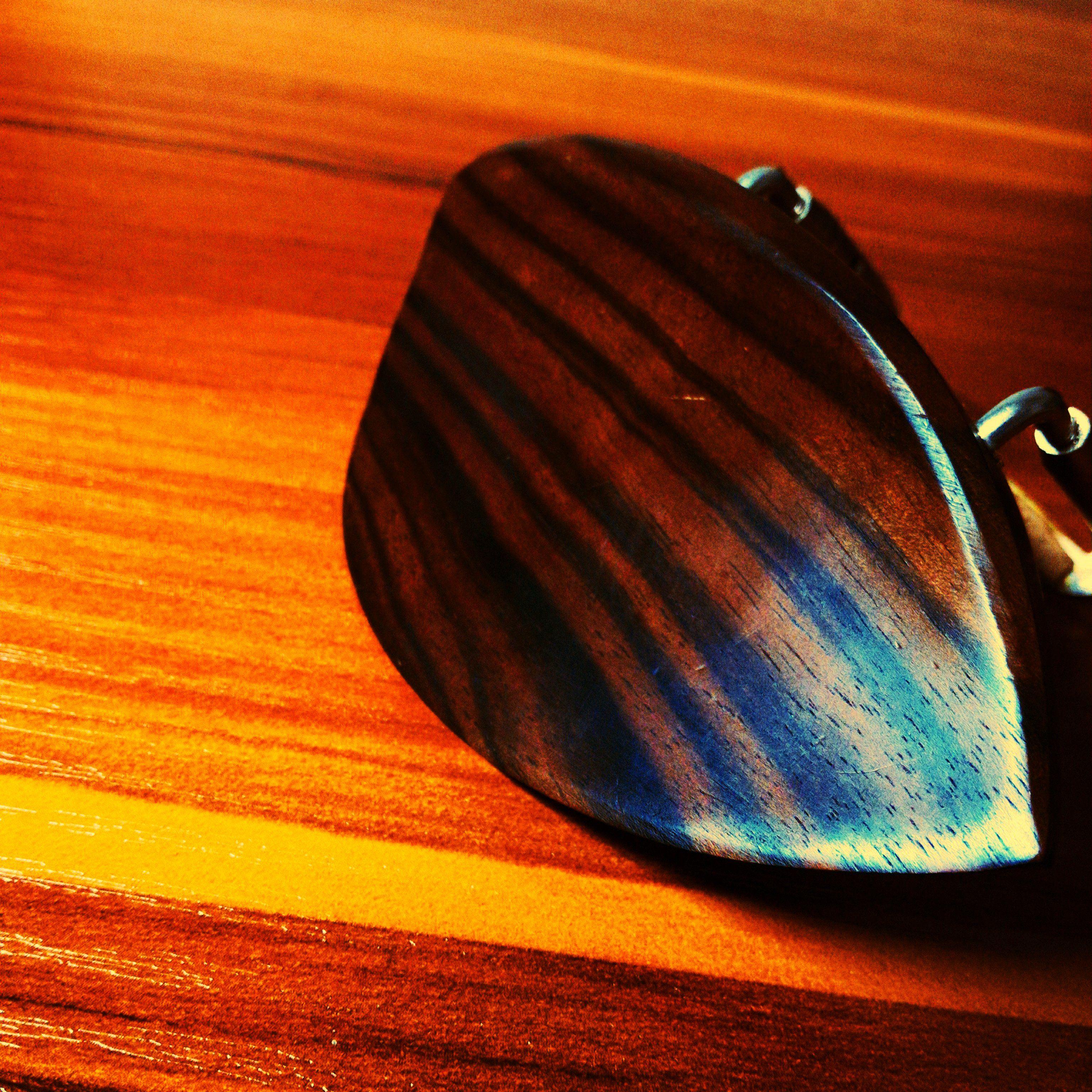 Fitting Nice Striped Pattern Chin Rest 本日はお客様のバイオリンに