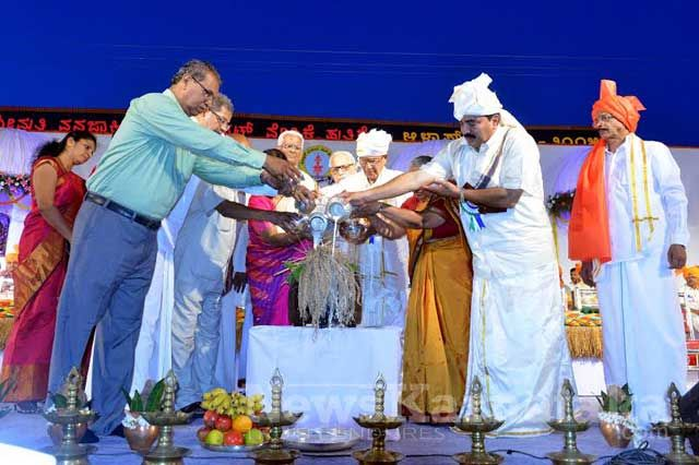 The 12th edition of Alva's Nudusiri 2015, a four-day literary-cultural extravaganza at Moodbidri, got off to a colorful start on Thursday at Moodbidri with an attractive procession followed with an inaugural at the 150 ft x 40 ft grand stage.