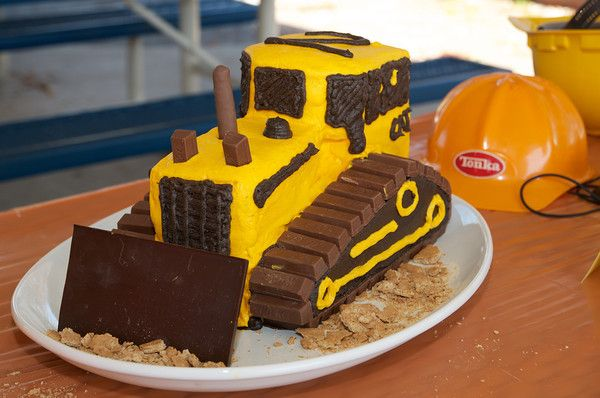 Awe Inspiring Construction Birthday Party Bulldozer Cake With Images Easy Personalised Birthday Cards Beptaeletsinfo