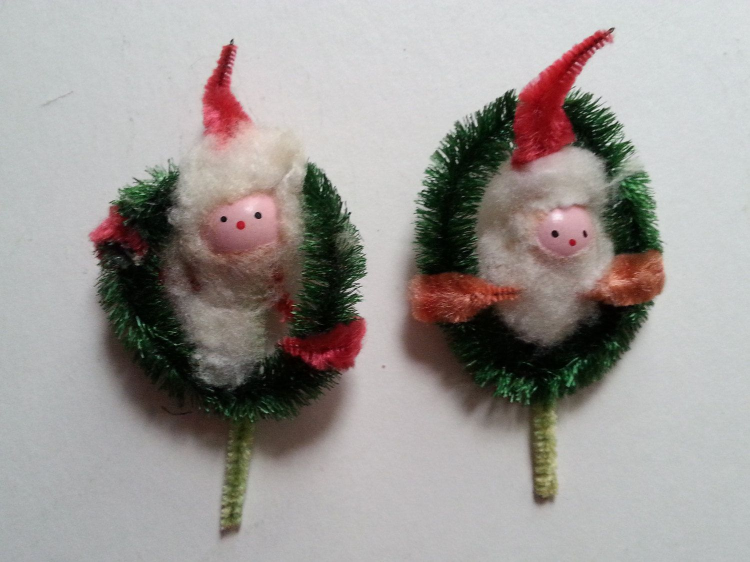 pair vintage pipe cleaner bottle brush santa claus wreath ornaments - Vintage Pipe Cleaner Christmas Decorations