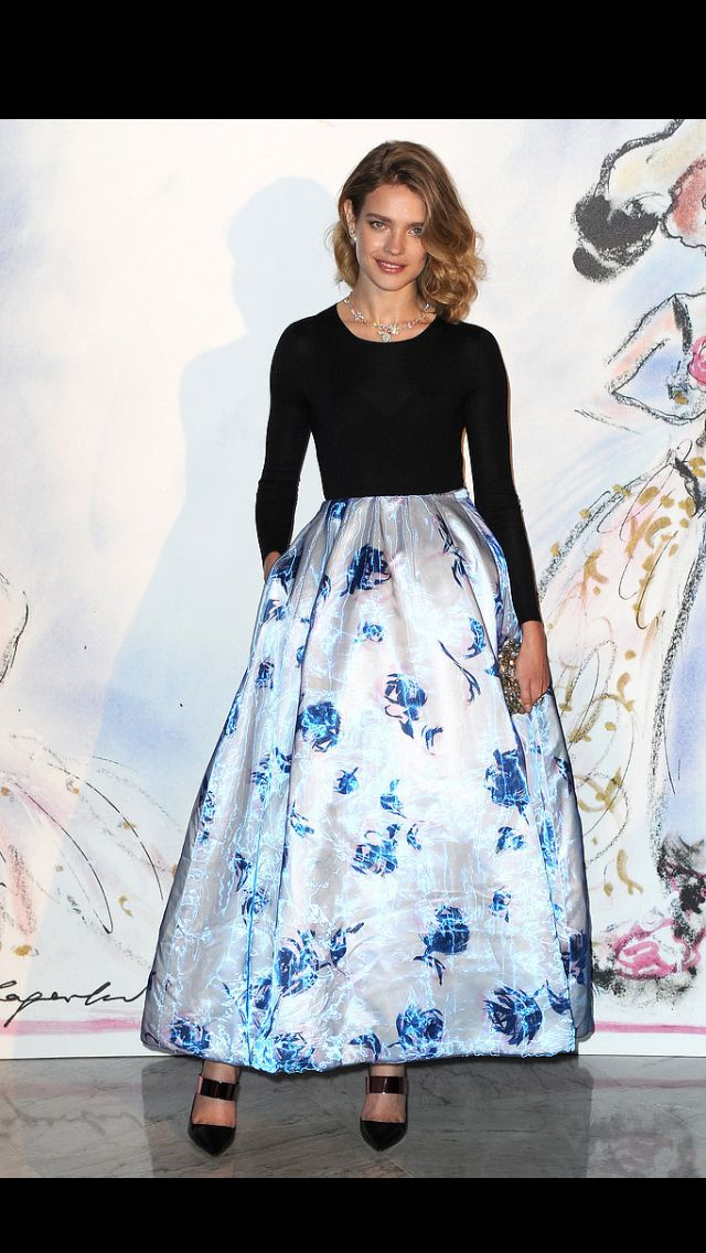 Thank you Dior Spring 2013 for bringing it back. I love the old-school hollywood elegance in this floral print full organza skirt!