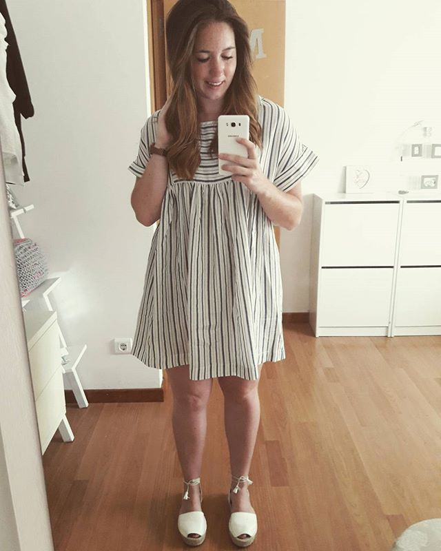 Hoy toca volver al trabajo, y que mejor manera que con reuniones !! 💪💪 Buenos dias !! 🌸  #fotoespejo#buenosdias#goodmorning#findelasvacaciones#gotowork#work#go#vamos#vestido#dress#ootd#outfit#look#lookdeldia#selfie#instadaily#daily#instablog#instablogger#martes#tuesday#morning#quellevopuesto#likes#followme#tagsforlikes#smile#happy#me#selfie#girl