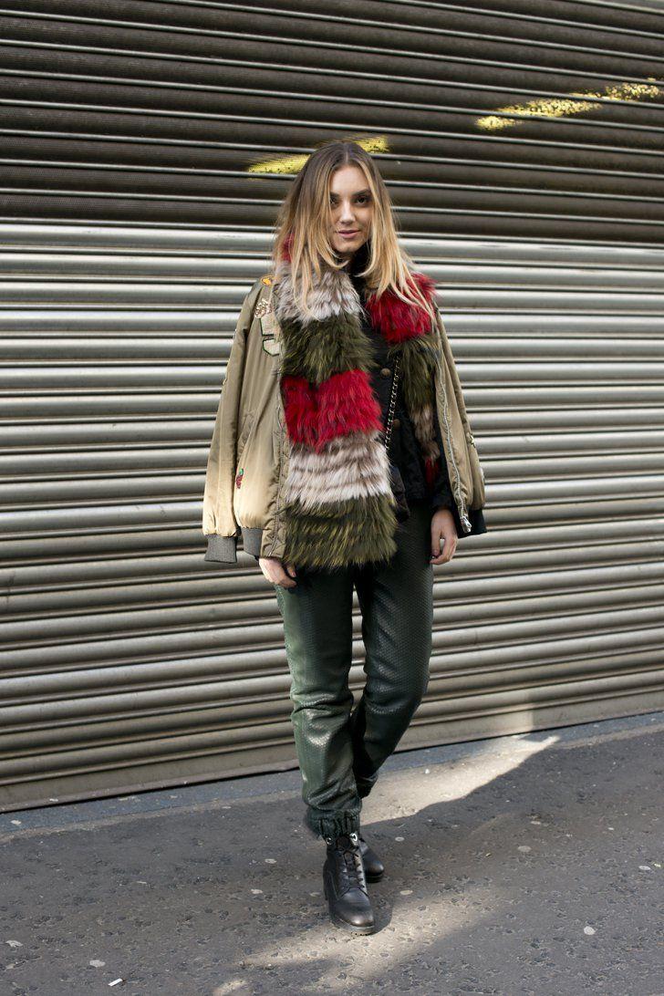 Pin for Later: Der Street Style in London ist wie gewohnt trendy . . . und etwas verrückt Tag 1