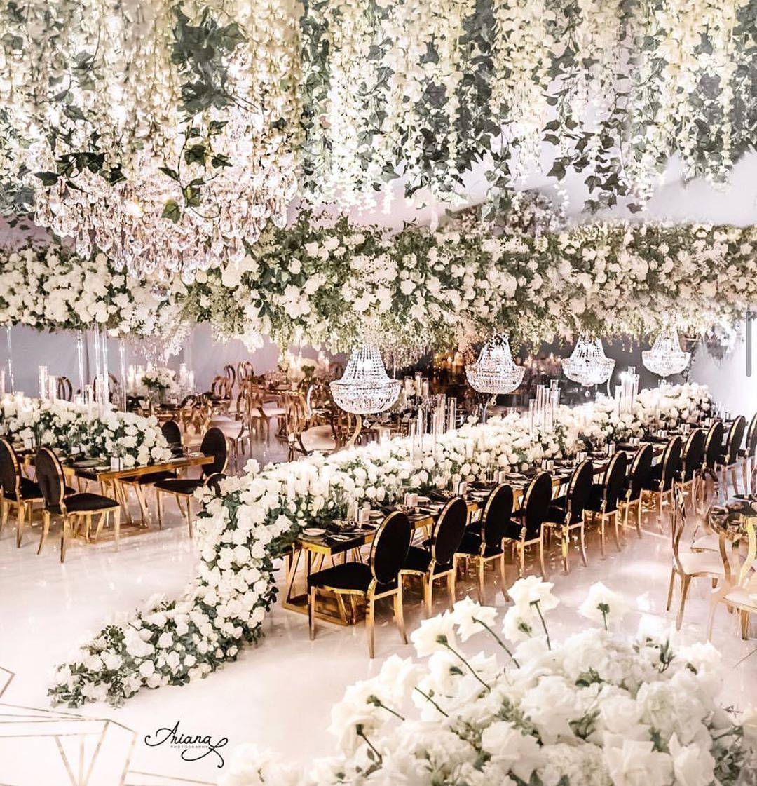 Absolutely Beautiful Wedding Decor By Vesnagrasso Floraleventdesign Double Tap If This Could Be You In 2020 Luxury Wedding Decor Wedding Decorations Dreamy Wedding