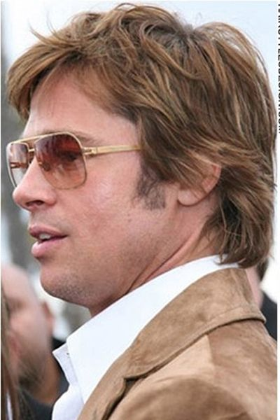 This Is A Cute Retro Hairstyle That Is Short And Stylish Brad Pitt S Hair Is Layered To Different Lengths As The Hair Is L Brad Pitt Hair Brad Pitt Jolie Pitt