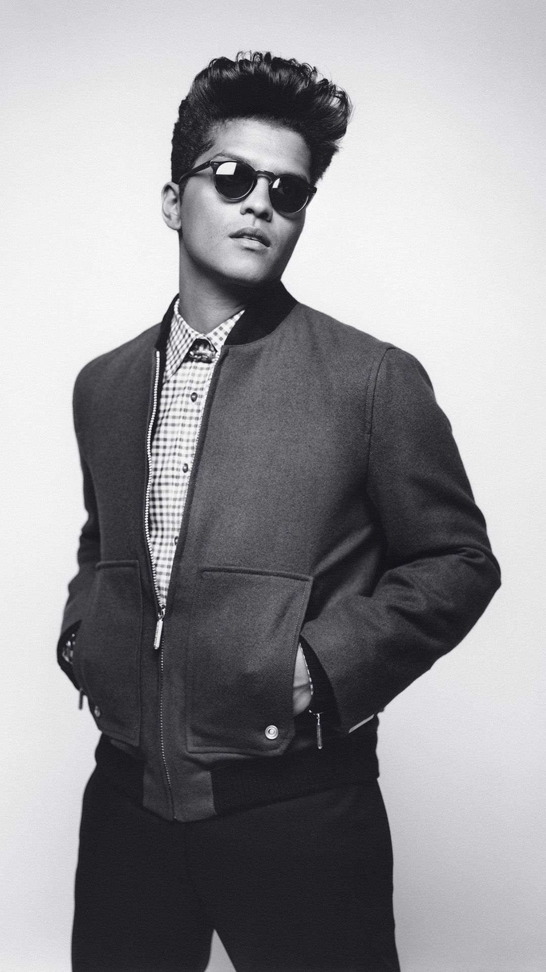 Bruno mars tap to see more sexy celebrities in black white iphone wallpapers