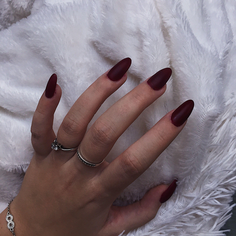 Маникюр ⭕️🔴⭕️  Кольцо    ‼️Minimalistic ‼️#bossbabe #black #manicure #happynewyear #merrychristmas #oval #white #маникюр #рождество #черныйманикюр #праздник #кольцо #скамнем #нарощенные #красиво #ухоженно #длясебялюбимой #red #красный  #полоска #лето #осень #сезонный #quotes