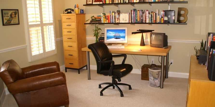 8 Ways To De-Clutter Your Workspace And Life