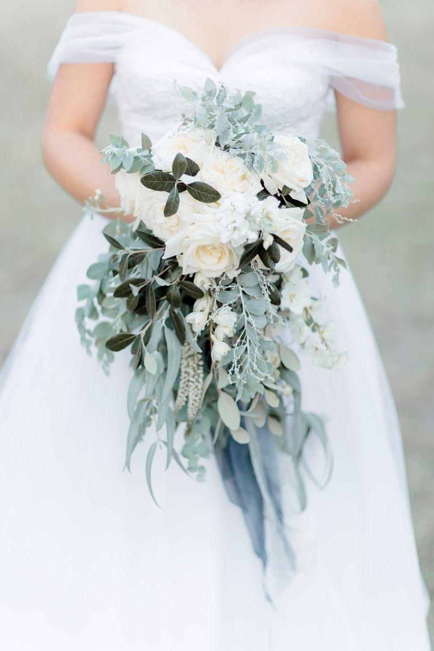 A Timelessly Romantic Modern-Vintage Wedding | Cascading bridal ...