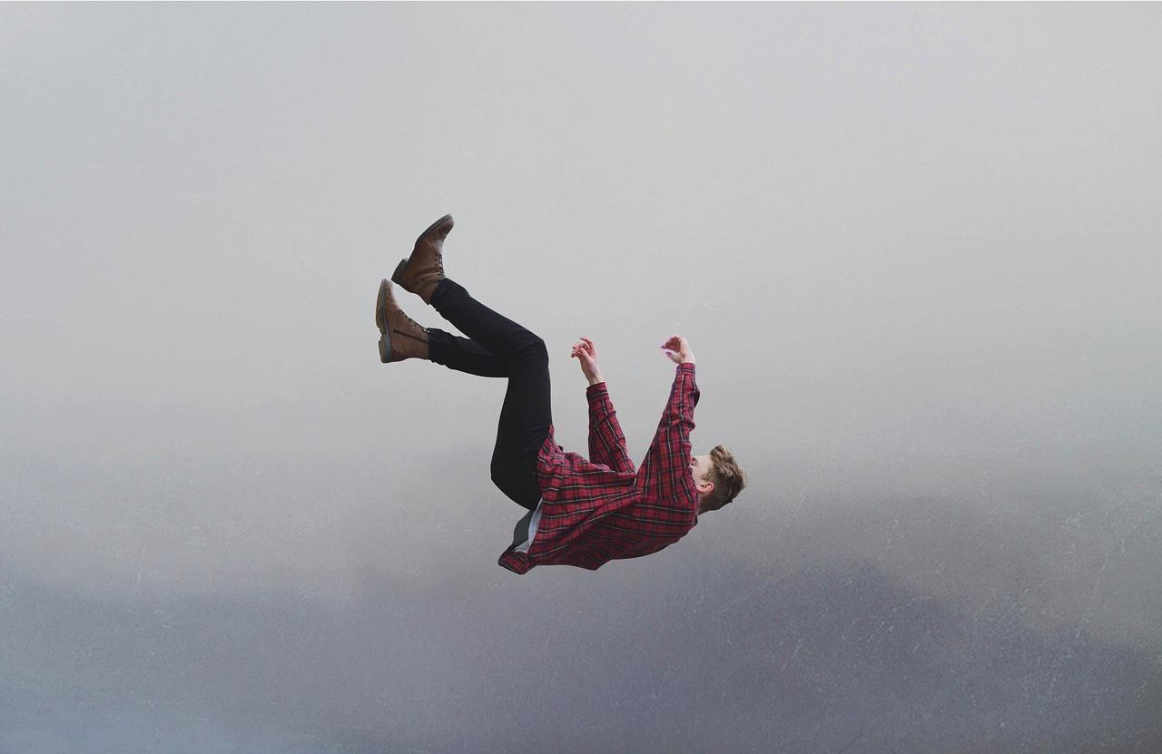 تفسير حلم السقوط من مكان عالي Falling From The Sky Dream Interpretation Person Falling