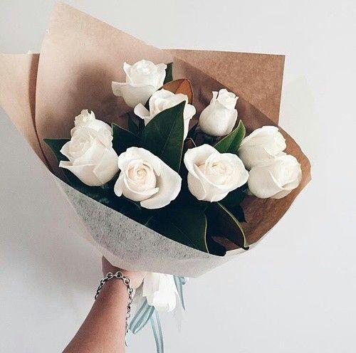بوكيه ورد رومانسي جدا بوكيه ورد طبيعي بالصور Zina Blog Flowers Beautiful Flowers Pretty Flowers