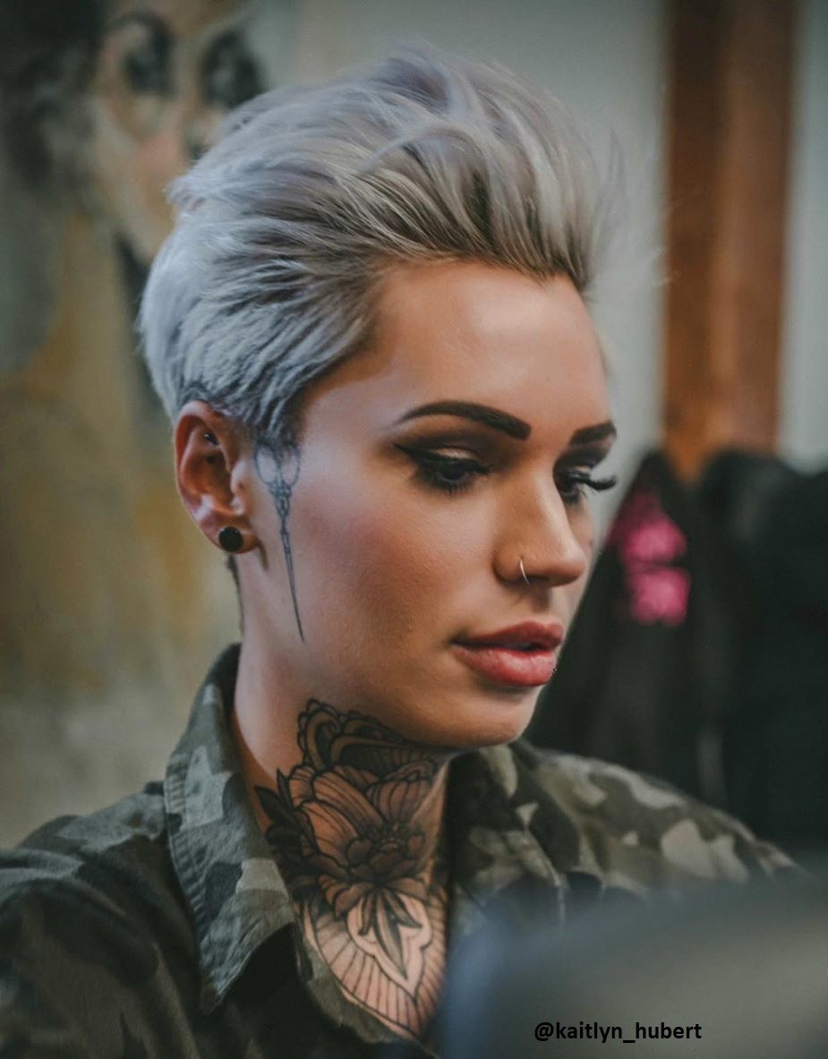 Finden Manner Frauen Mit Kurzen Haaren Wirklich Attraktiver Frisuren Stil Haar Kurze Und Lange Frisuren Frau Haare Inspirierende Frauen