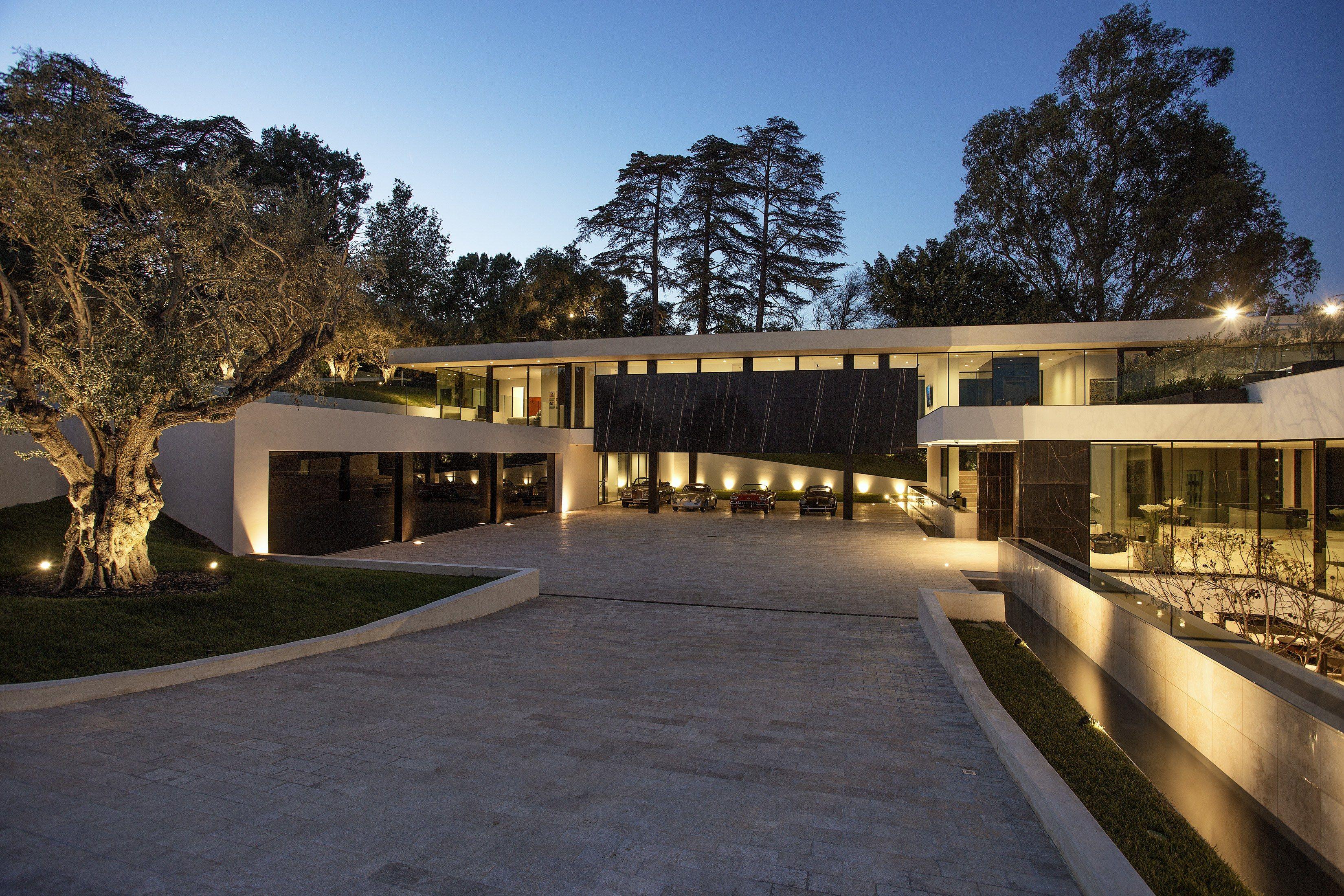 Inside the Giga-Mansions of Beyoncé and Jay-Z, Calvin Klein, Avicii ...