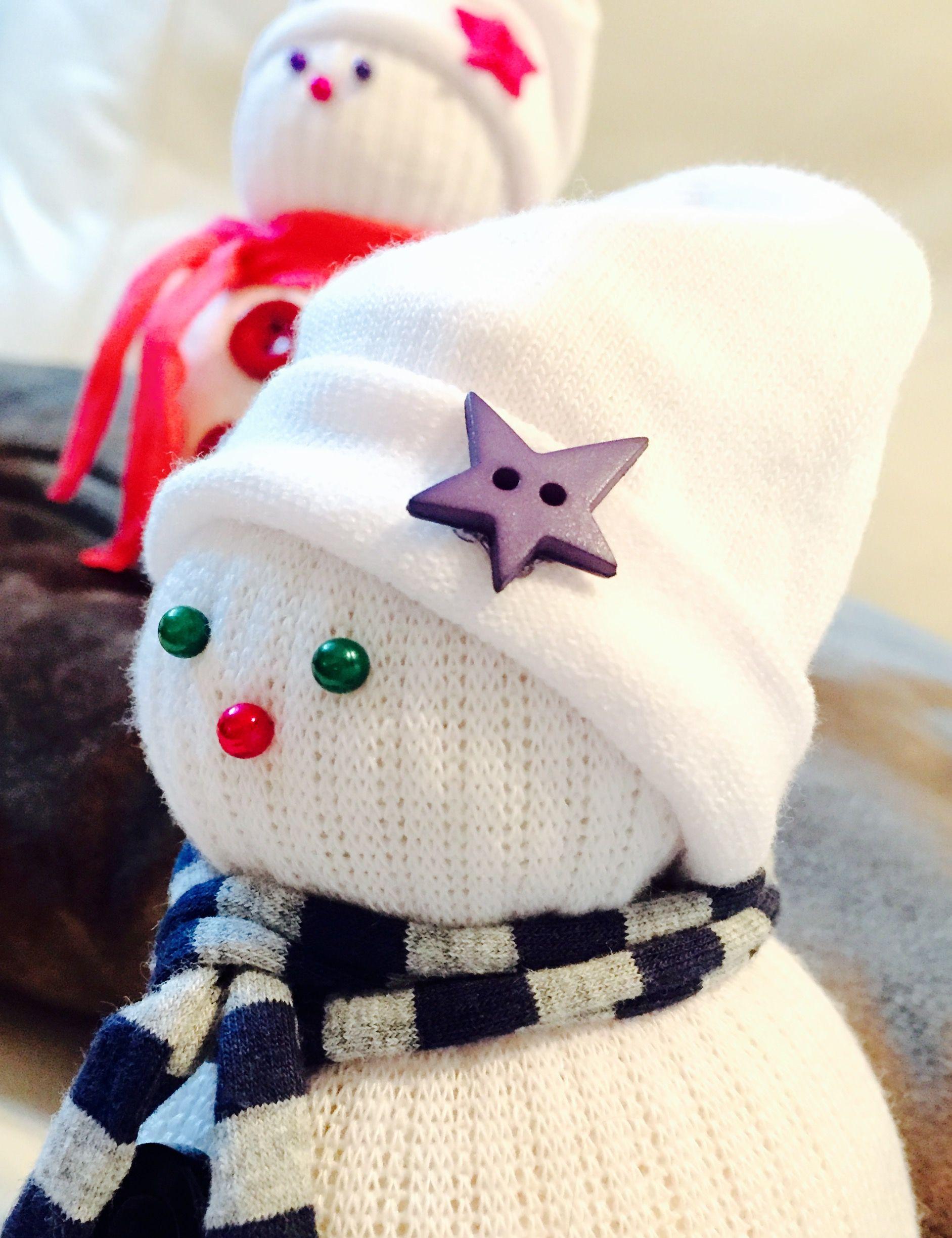 D a de manualidades mu eco de nieve con calcetines los for Munecos con calcetines