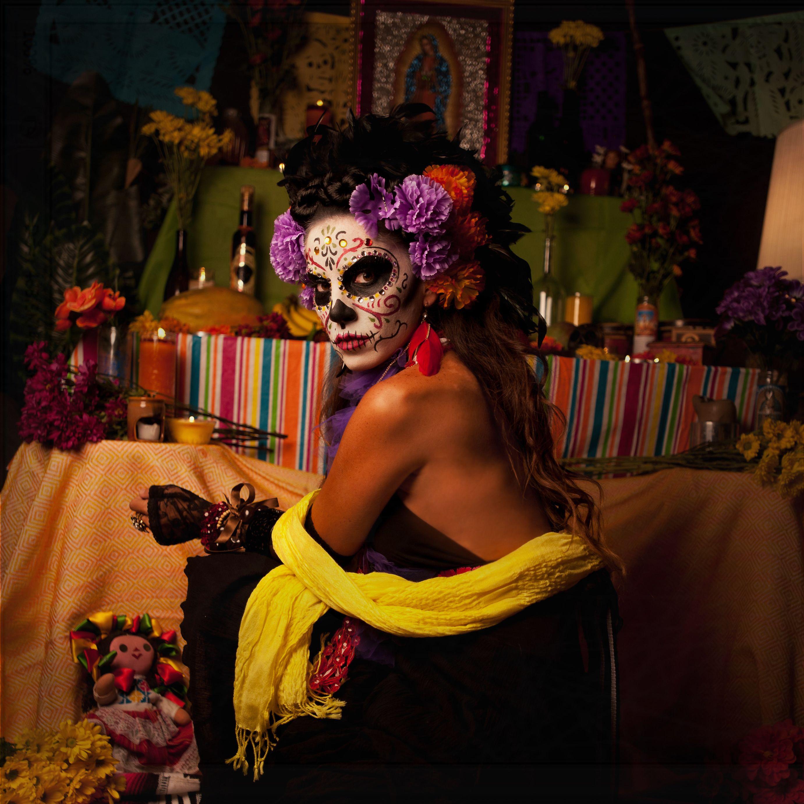 """ La Catrina "" Sugarskull Día de Muertos / Day of the Dead . Fotografía Alicia Kidd , Maquillaje Edwin Irizarry #sugarskull #dayofthedead #diademuertos #lacatrina #lolavibe www.lolavibe.com"