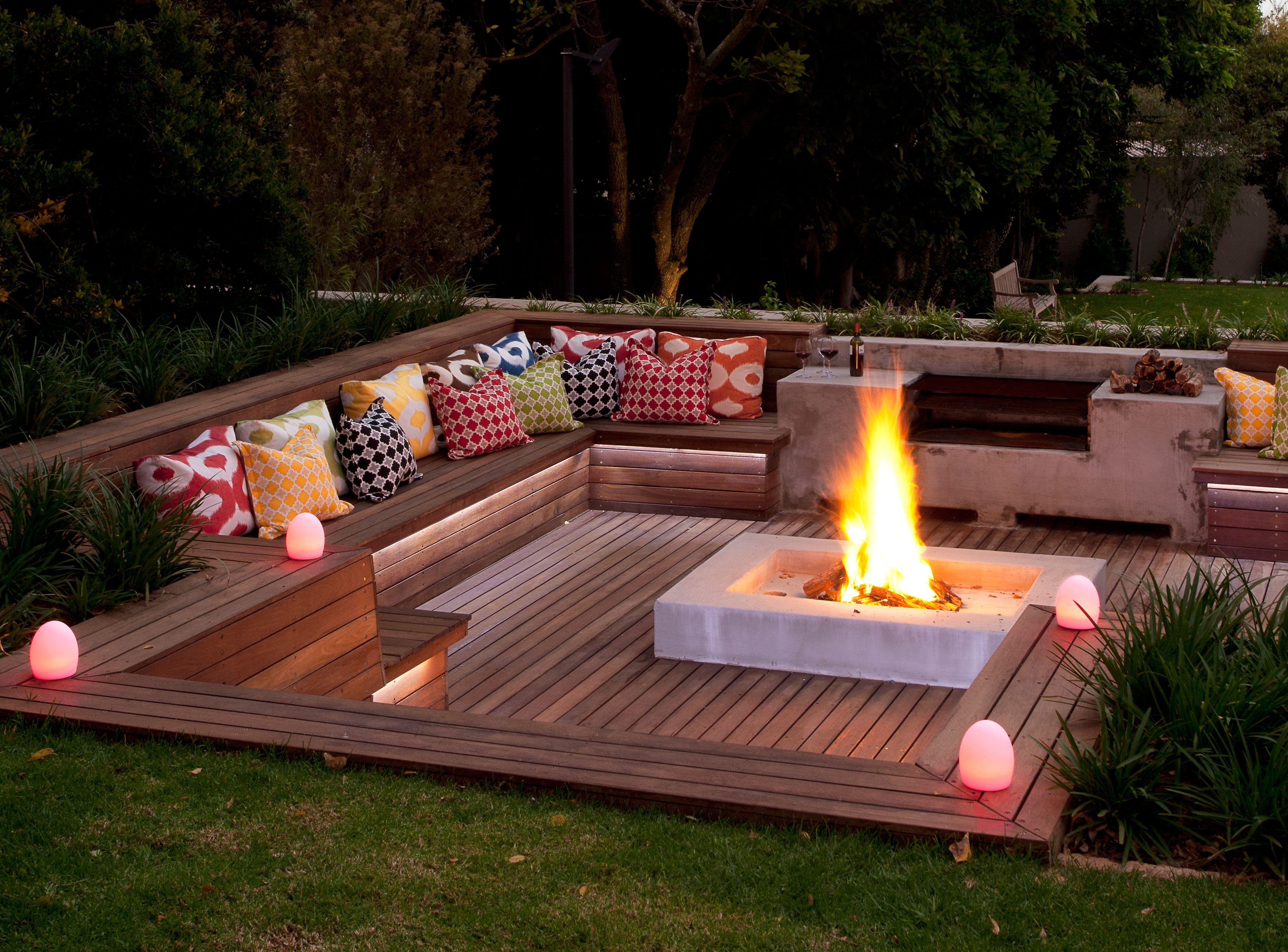 Designing a stylish boma is part of Backyard patio designs, Backyard, Backyard seating, Backyard fire, Backyard patio, Sunken patio - A roaring fire is a pleasure that needn't only be enjoyed indoors, which is why a boma is a fashionable to any garden