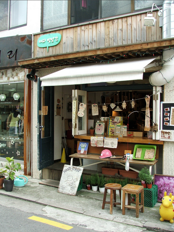 Monday S Pretty Things 10 Inspiring Storefronts And Cafes From Around The World Coffee Shop Cafe Design Cafe