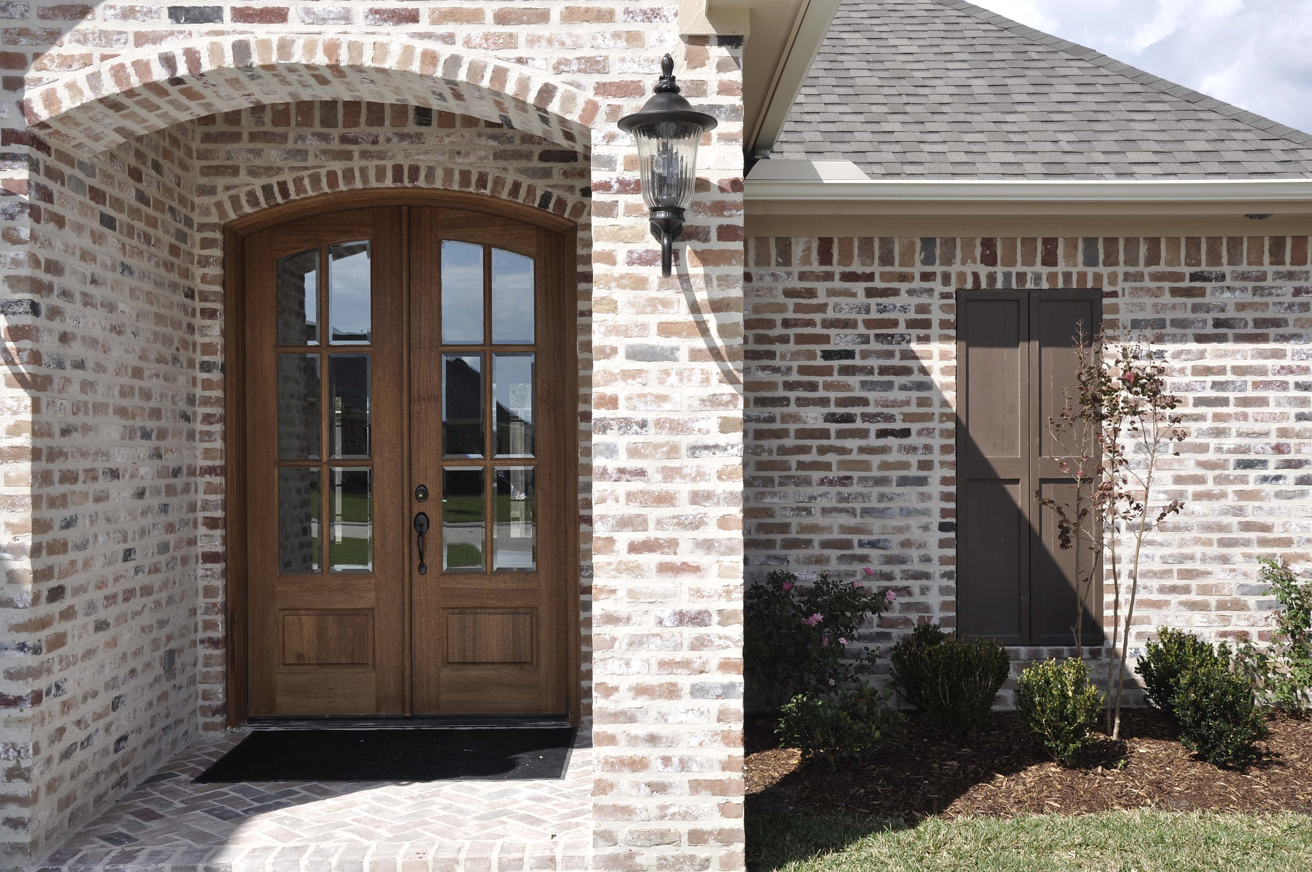 Brick Exterior: Tanglewood Mod White Mortar Flush Cut Light Smear
