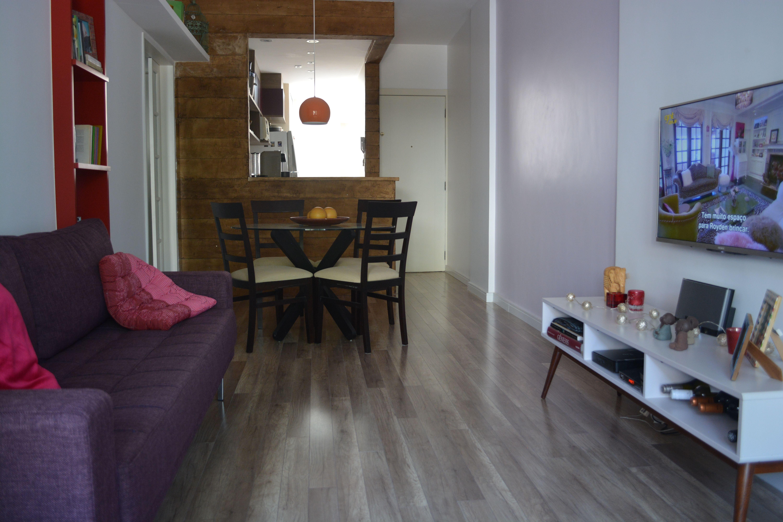 Apartamento Pequeno Com Cozinha Americana Parede Forrada De Madeira