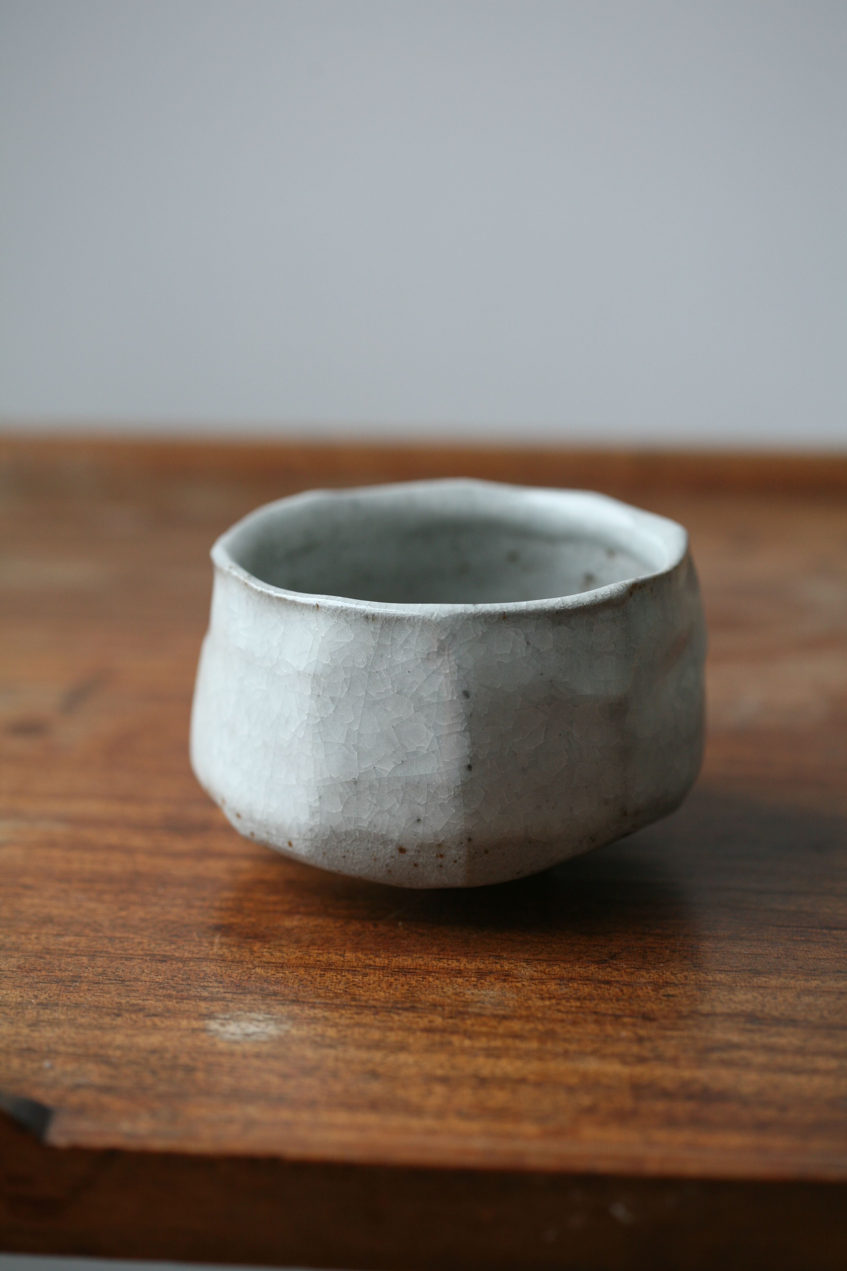 Florian Gadsby White Crackle Faceted Chawan Tea Bowl Reduction Fired To 1280ºc Tea Bowls Ceramic Pottery Ceramic Bowls
