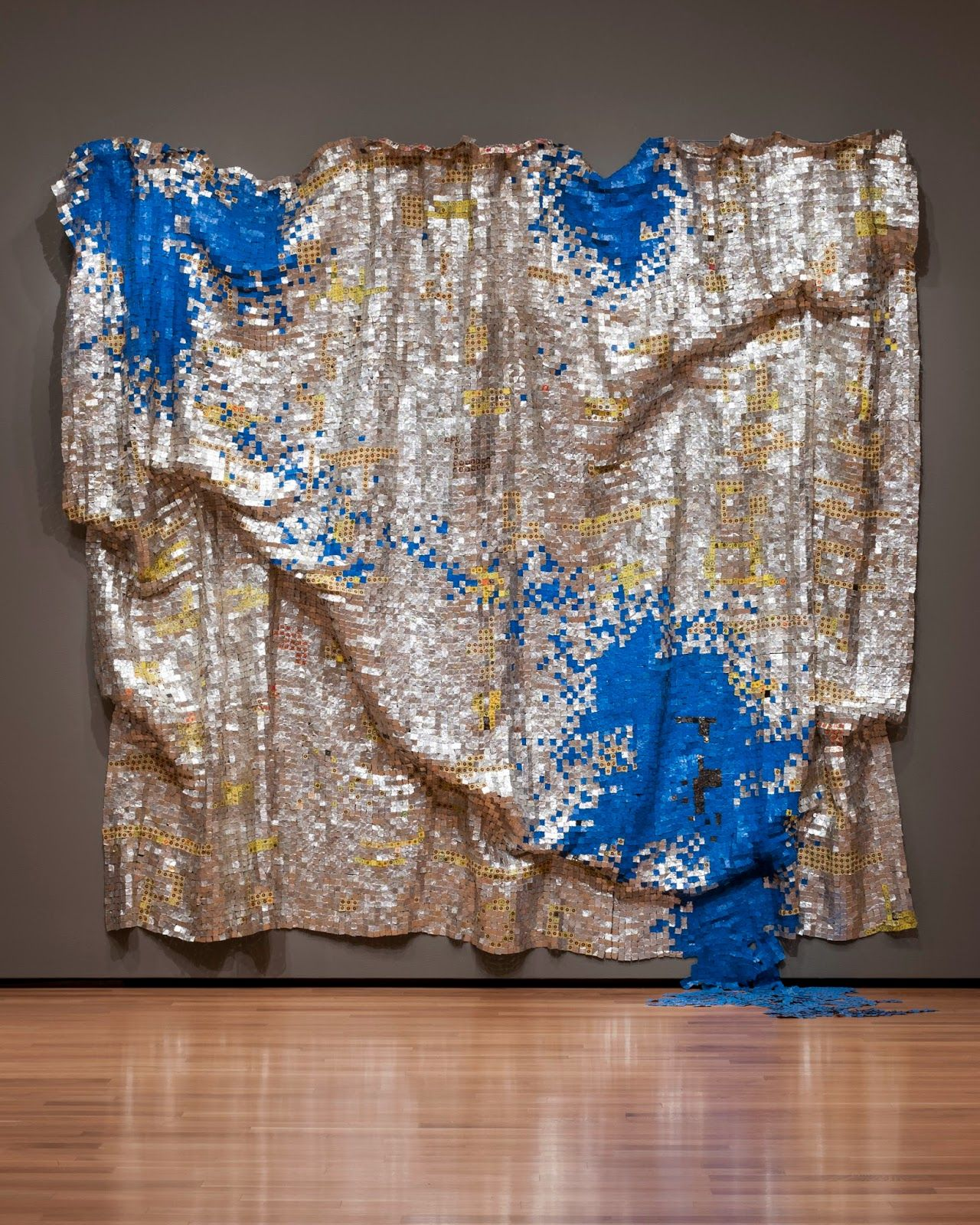 El Anatsui S Mesmerizing Exhibition Gravity And Grace Monumental Works San Diego Downtown Sculpture Art High Art Art