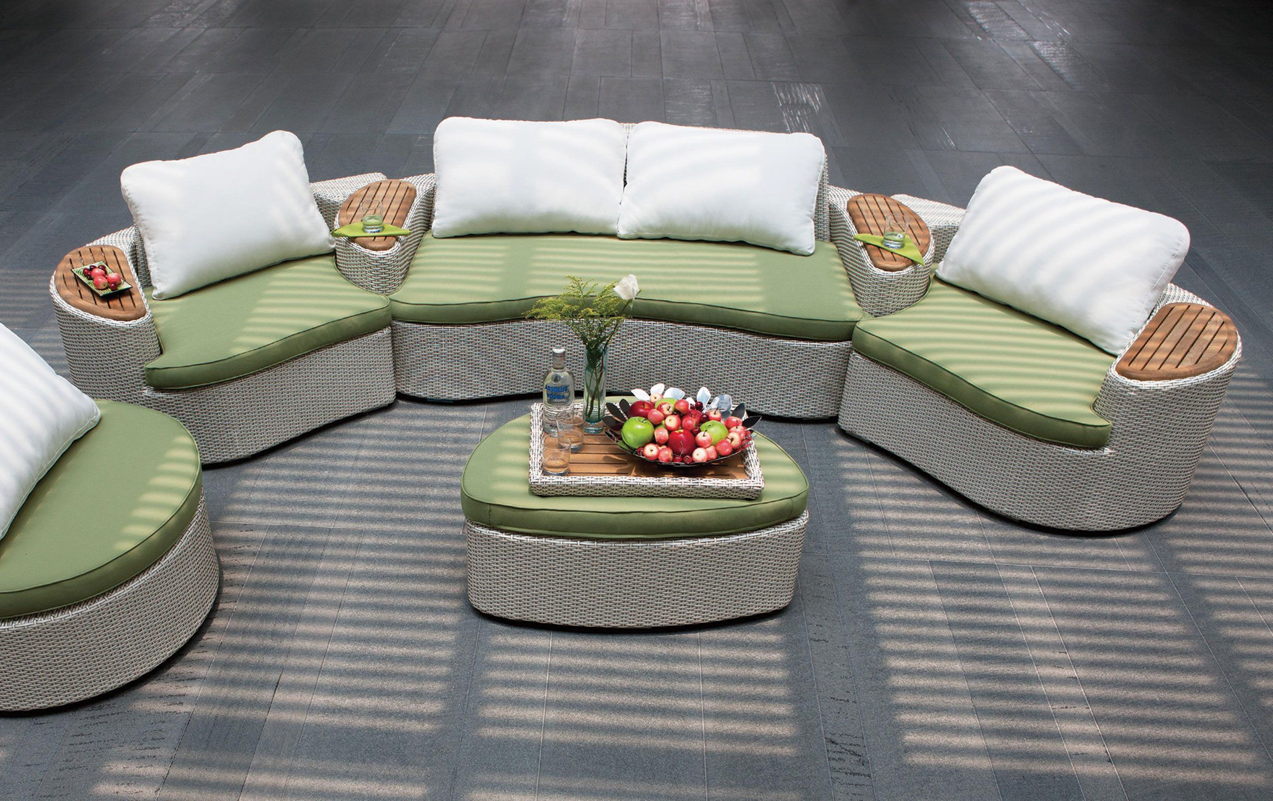 Doğanın renklerinden ilham alınarak tasarlanan, konforu ile uzun yaz akşamlarına keyif katacak bahçe mobilyaları.