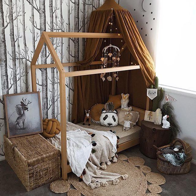Chambre Bebe Bois Et Ocre Kids Bedroom Woodland Bedroom Room