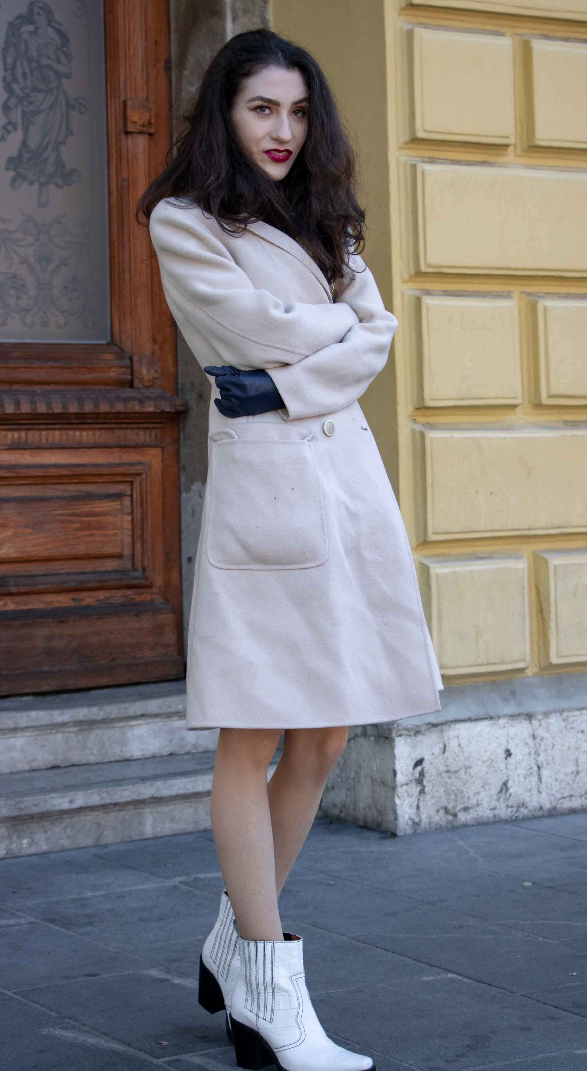 12fb3781 Beautiful Slovenian Fashion Blogger Veronika Lipar of Brunette from Wall  wrapped in off-white double