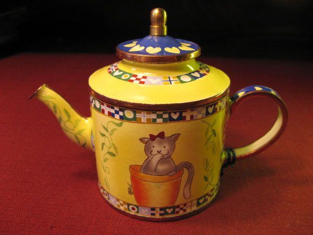 "Charlotte di Vita ""Garden Cat"" miniature enamel teapot - ""Big Cats, Little Cats And Their Friends"" collection"