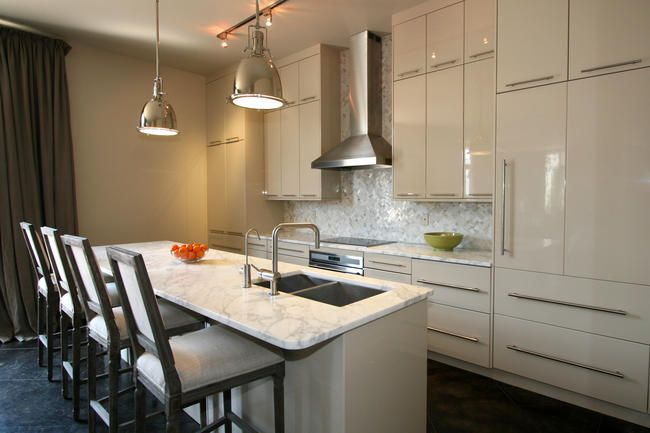 Modern Kitchen In The Warehouse District In New Orleans With Stainless Steel Appliances Low Hanging Light Fixtur Modern Kitchen Kitchen Hanging Light Fixtures