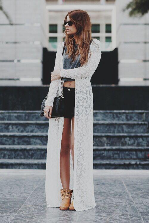 87c72bd8fe Kimono crudo. Short negro con camiseta gris plomo. Botines de verano camel.
