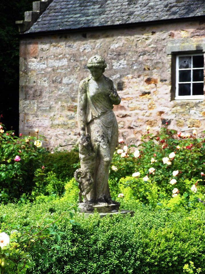 Antique Statuary In Rose Garden By Herald Nicholson Design Www Heraldnicholson Co Uk