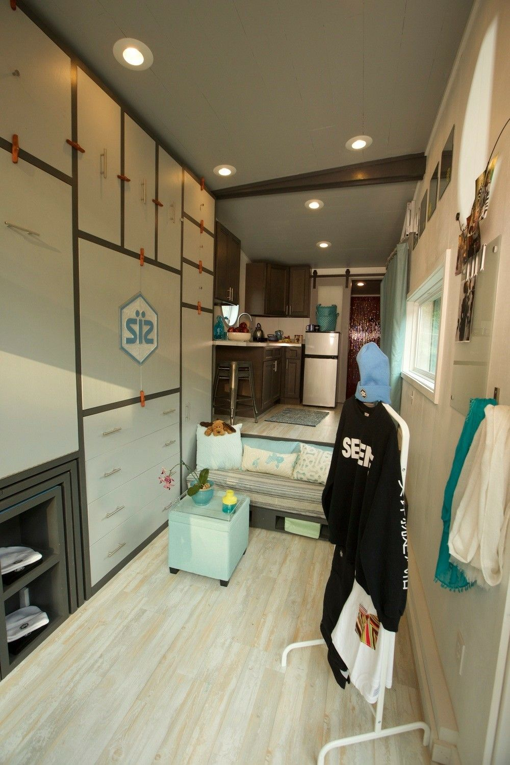 192 sq feet on wheels that includes a home with kitchen, tub bath ...