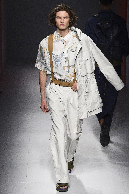 832100fec0e3 Salvatore Ferragamo Spring 2017 Menswear Collection Photos - Vogue Fashion  Show