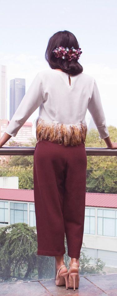 Un conjunto ideal de Lady Pajarita con tocado de caridenicolas  #invitadas top!
