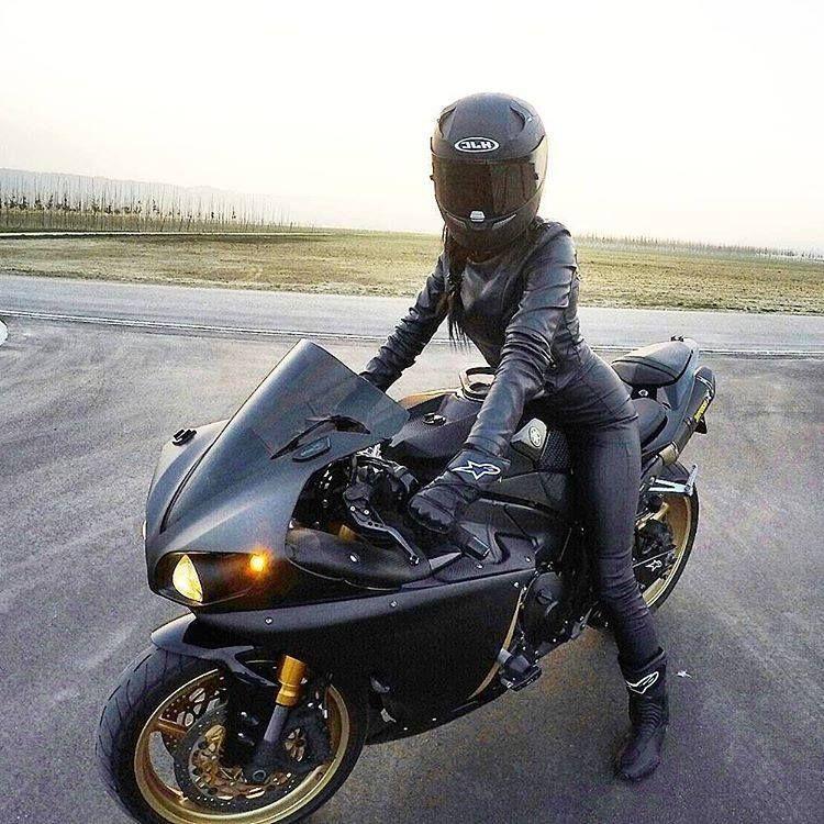 Épinglé sur moto femme