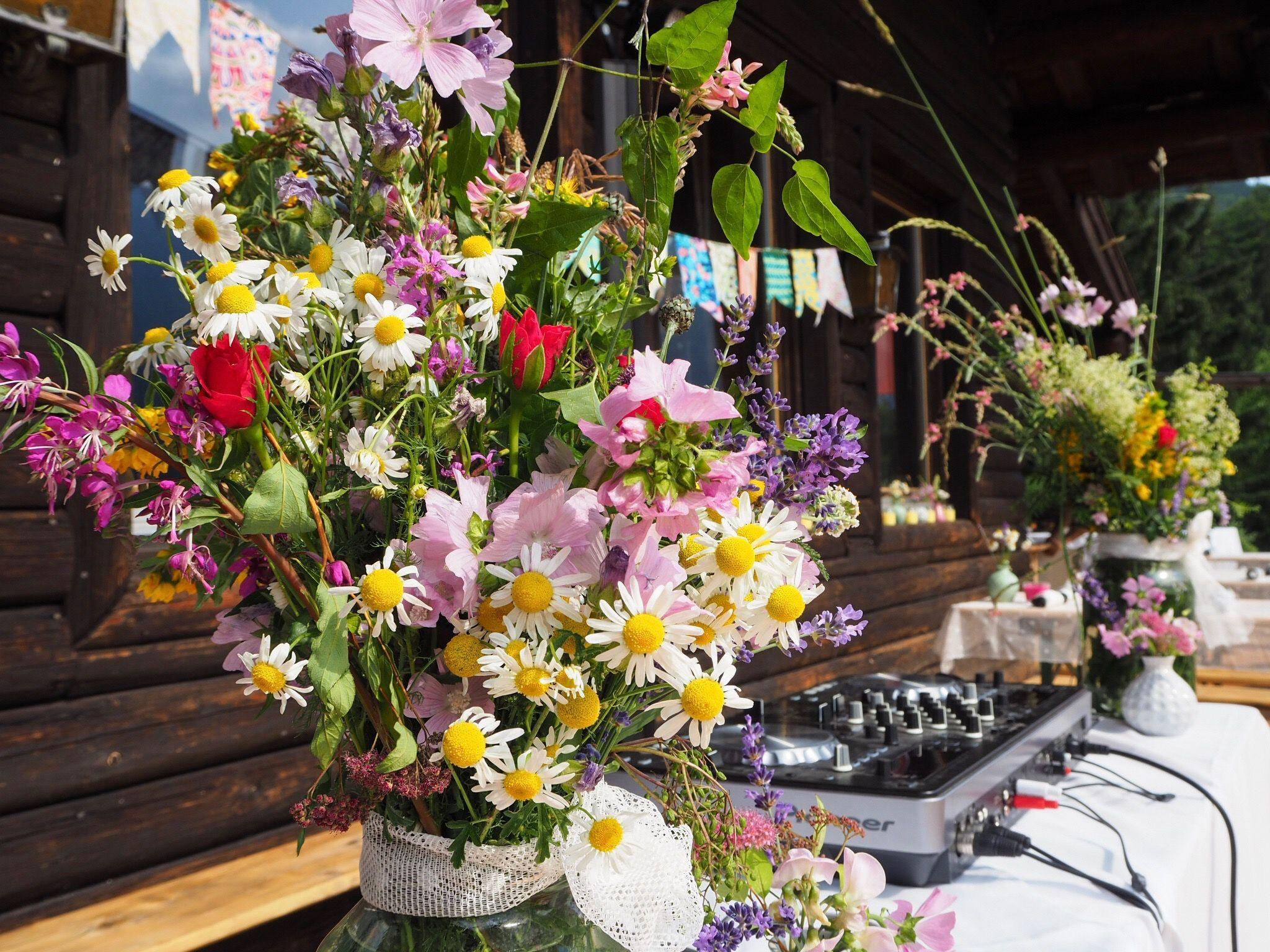 Sympathisch Dekoration Gartenparty Sammlung Von Gartenparty, Midsommar Fest, Wiesenblumen By Jasmin Stanonik