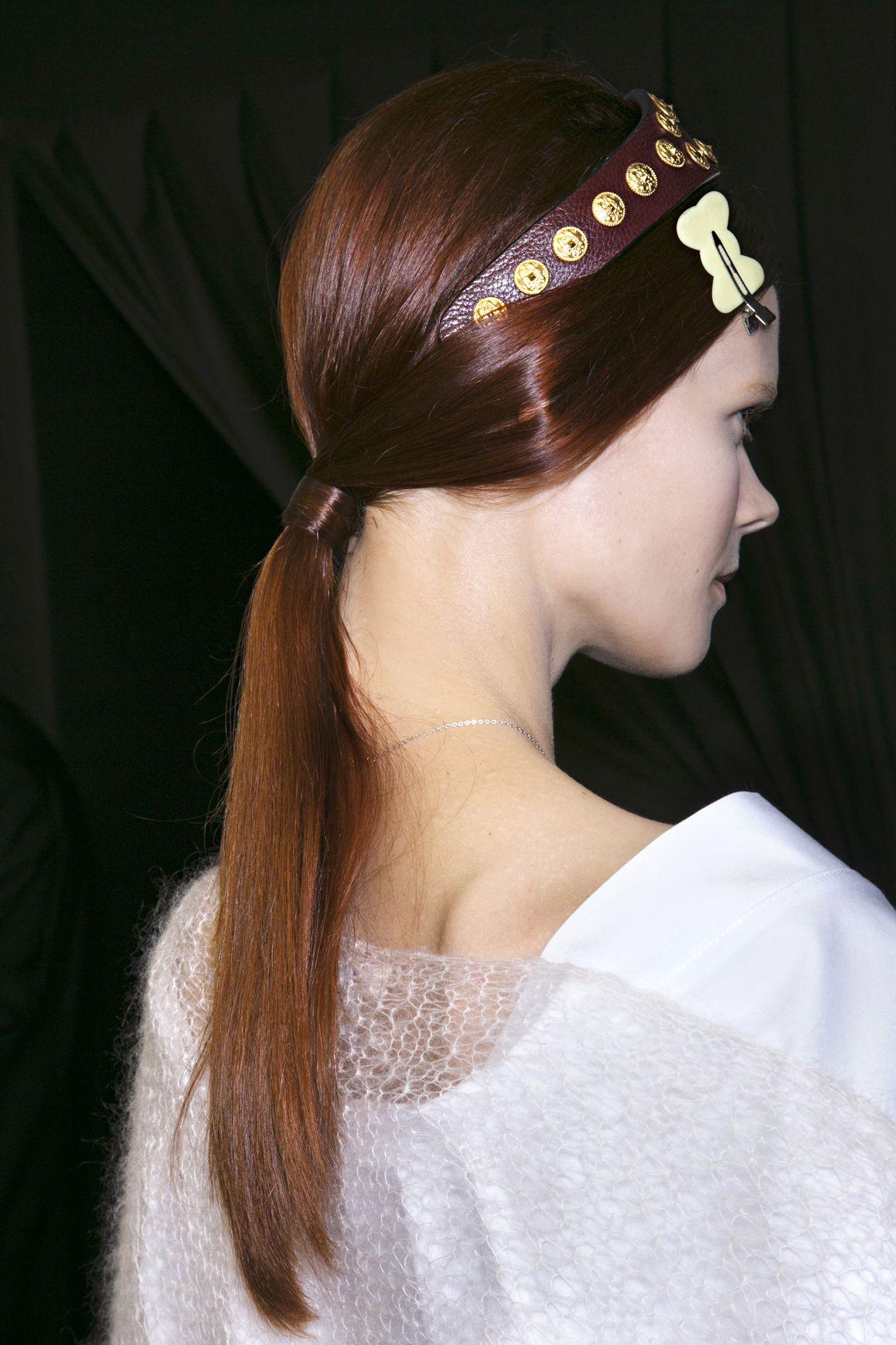 Fryzury z wybiegu valentino wiosnalato fot imaxtree hair
