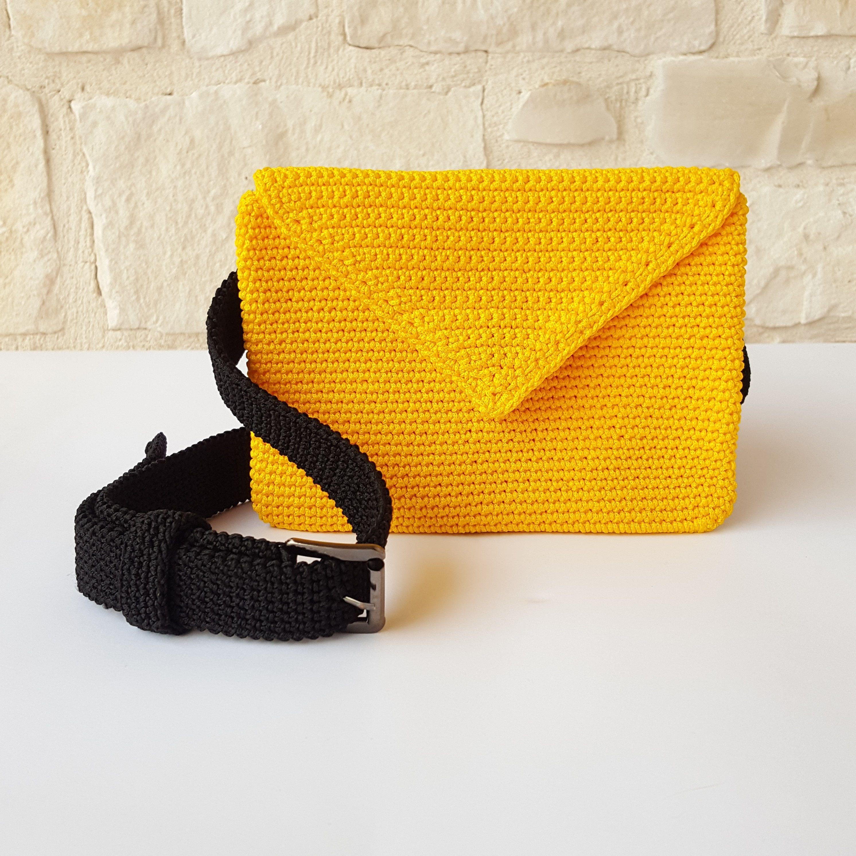Marsupio in cordino giallo// cintura nera// Pochette// accessorio donna// regalo donna// fatto a mano// made in Italy di AnnAltamuraCreazioni su Etsy